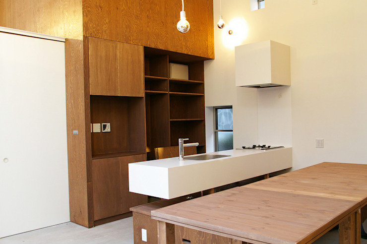 Modern Kitchen by 株式会社梁建築設計 Modern