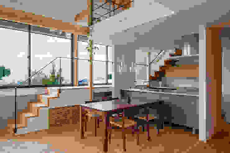 Rumah Gaya Eklektik Oleh スタジオアウラ一級建築士事務所 Eklektik