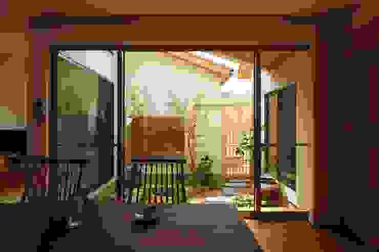 三つの庭のある家: ATELIER TAMAが手掛けた庭です。,オリジナル