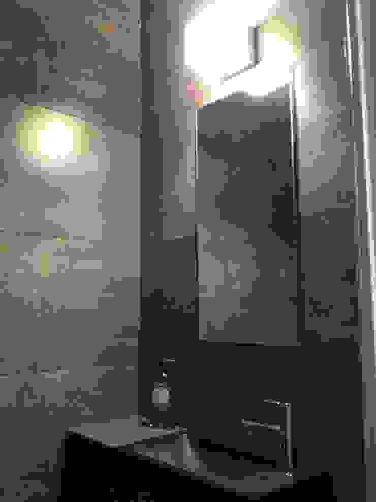 Appartement à Cannes meublé entièrement par wm Salle de bain moderne par ATELIER WM Moderne
