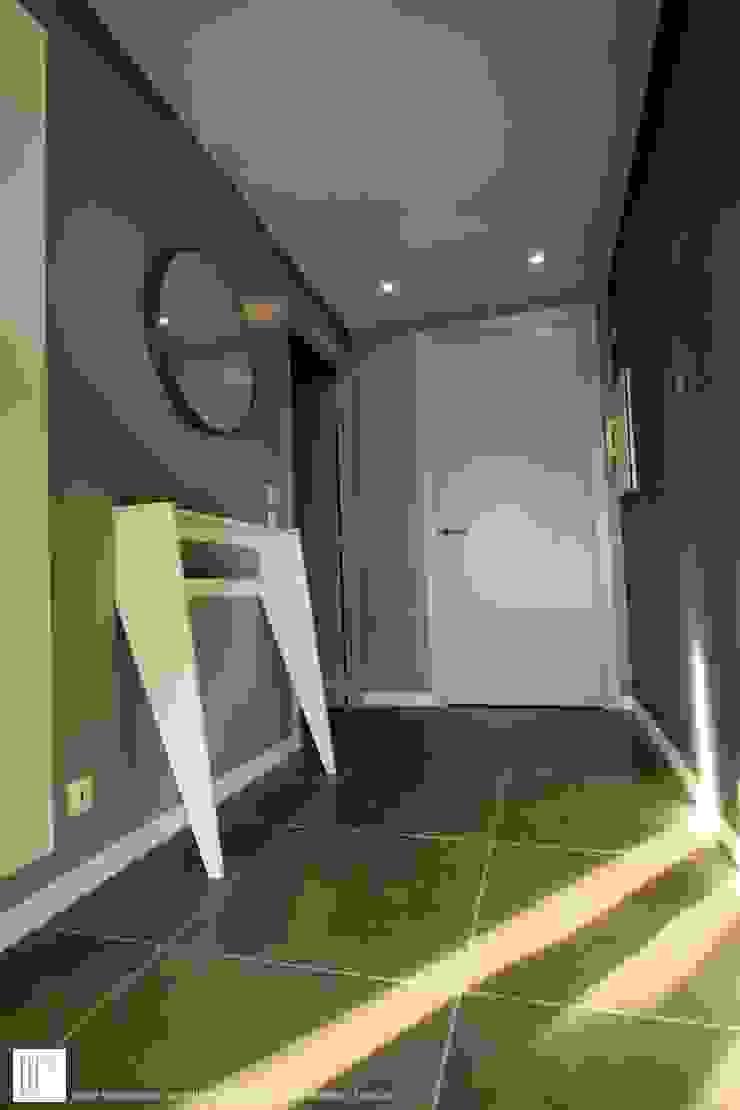 Appartement à Cannes meublé entièrement par wm Couloir, entrée, escaliers modernes par ATELIER WM Moderne