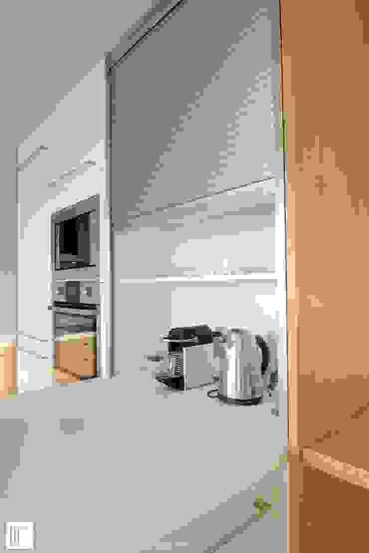 Appartement à Cannes meublé entièrement par wm Cuisine minimaliste par ATELIER WM Minimaliste