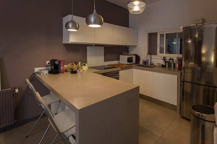 Petit appartement de ville Cuisine minimaliste par ATELIER WM Minimaliste