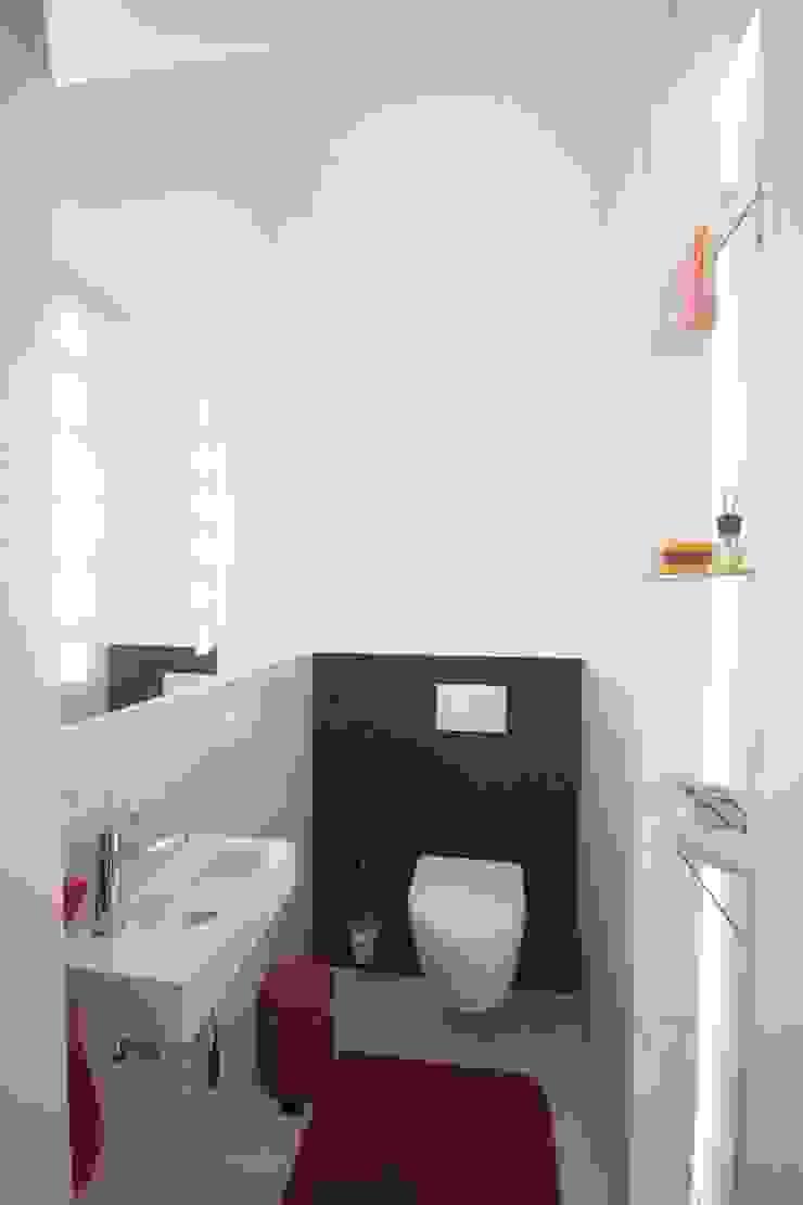 WC nach Sanierung Moderne Badezimmer von Planungsbüro Schilling Modern