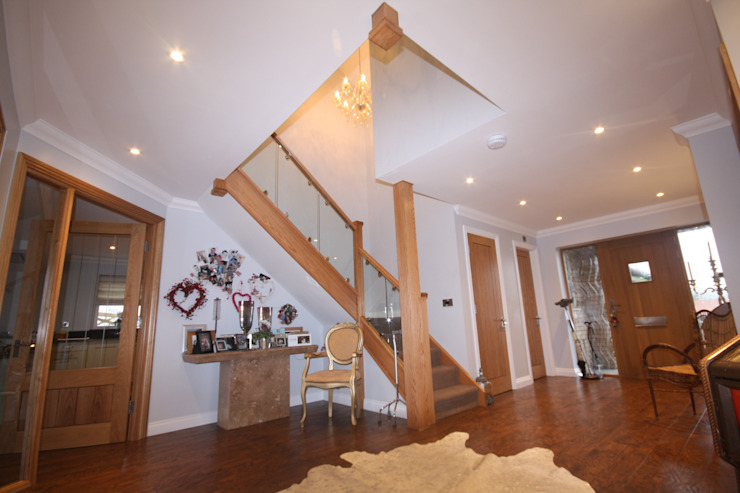 Hallway and Stairs: eclectic  by PH Partnership Architects, Eclectic