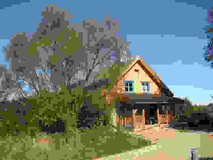 Dom Wólka Wiejskie domy od Pracownia Tutaj Wiejski