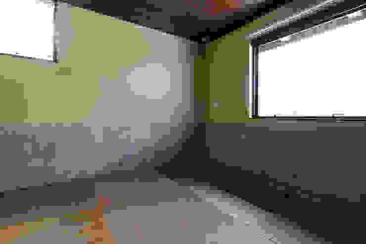 小和滝の家 モダンデザインの 多目的室 の 前原尚貴建築設計事務所/Naotaka Maehara Architectural Design Office モダン