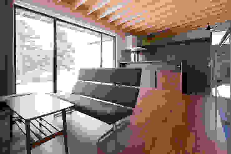 小和滝の家 モダンデザインの リビング の 前原尚貴建築設計事務所/Naotaka Maehara Architectural Design Office モダン