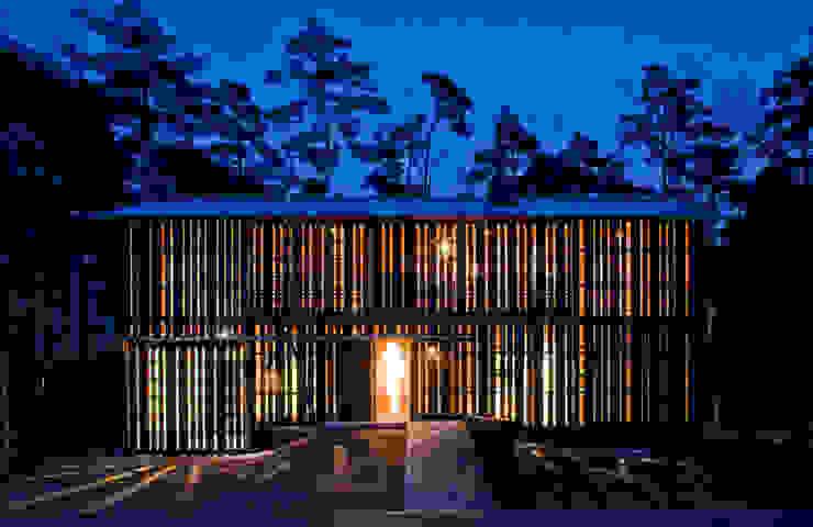 House in Daisen: 大角雄三設計室が手掛けた家です。,北欧 木 木目調