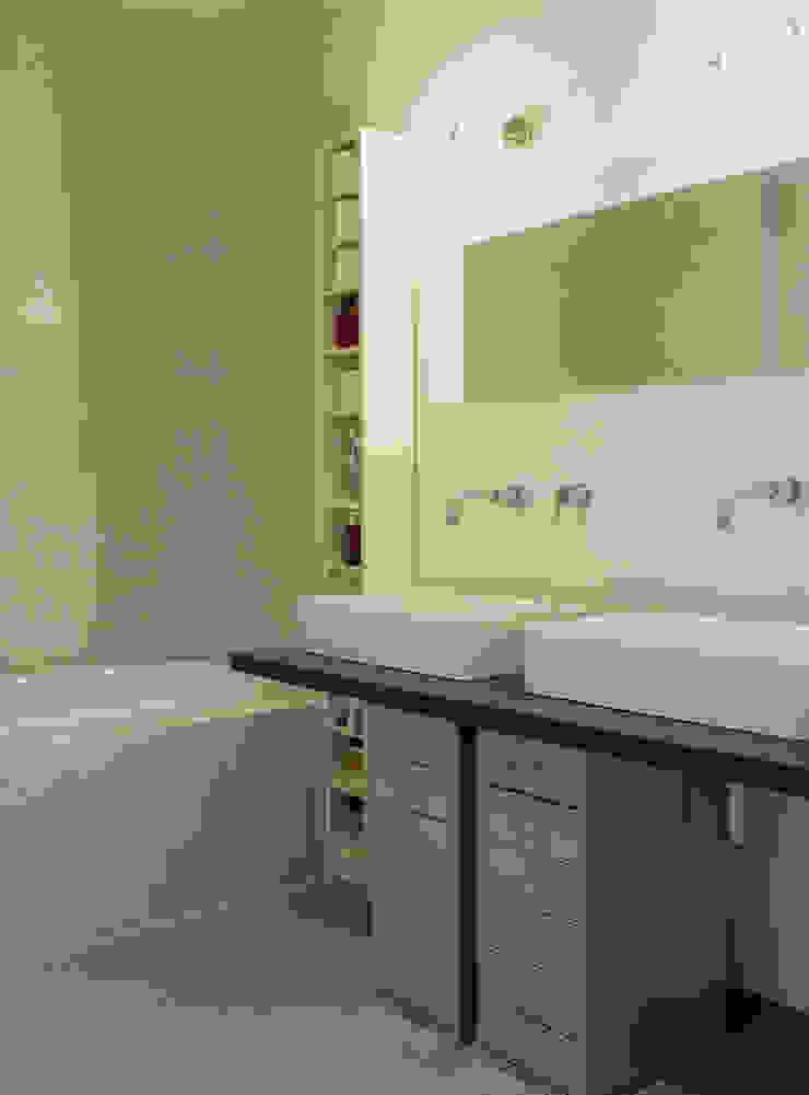 Industrial style bathroom by Paola Maré Interior Designer Industrial
