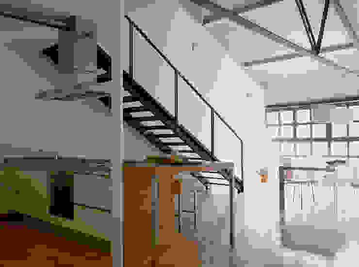 Loft Bianco - Paola Maré Interior Designer Ingresso, Corridoio & Scale in stile industriale di Paola Maré Interior Designer Industrial
