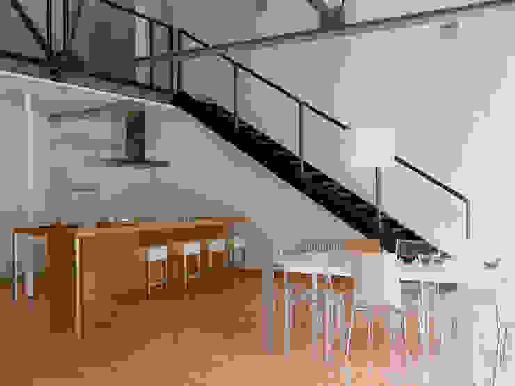 Loft Bianco - Paola Maré Interior Designer Paola Maré Interior Designer Soggiorno in stile industriale
