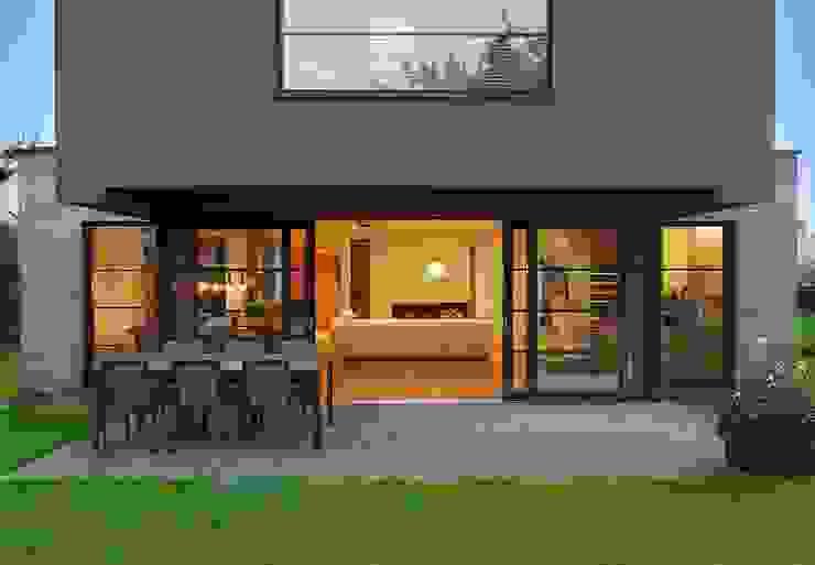 Modern style balcony, porch & terrace by ARCHiPUNKTURA .architekci detalu Modern
