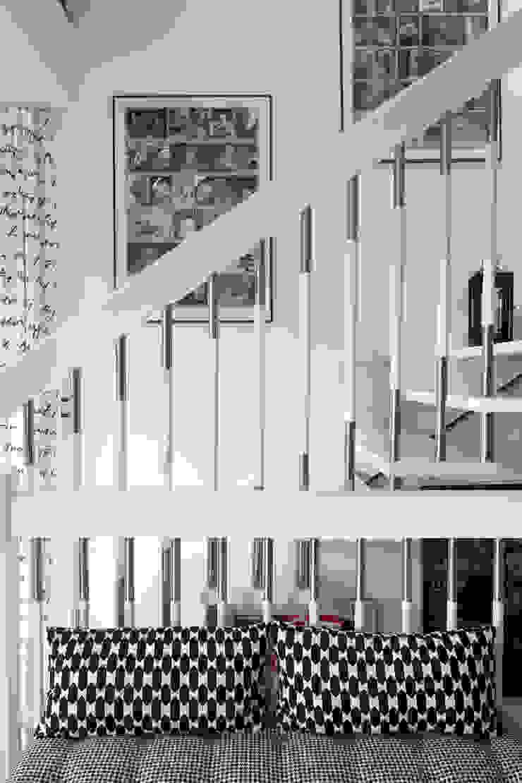wnętrza Nowoczesny korytarz, przedpokój i schody od PIANZU Nowoczesny