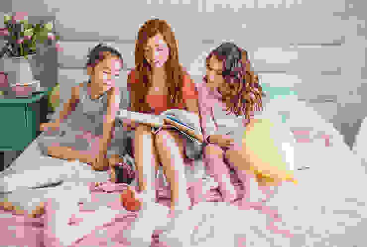 Phòng trẻ em phong cách Bắc Âu bởi Mocca Studio Bắc Âu