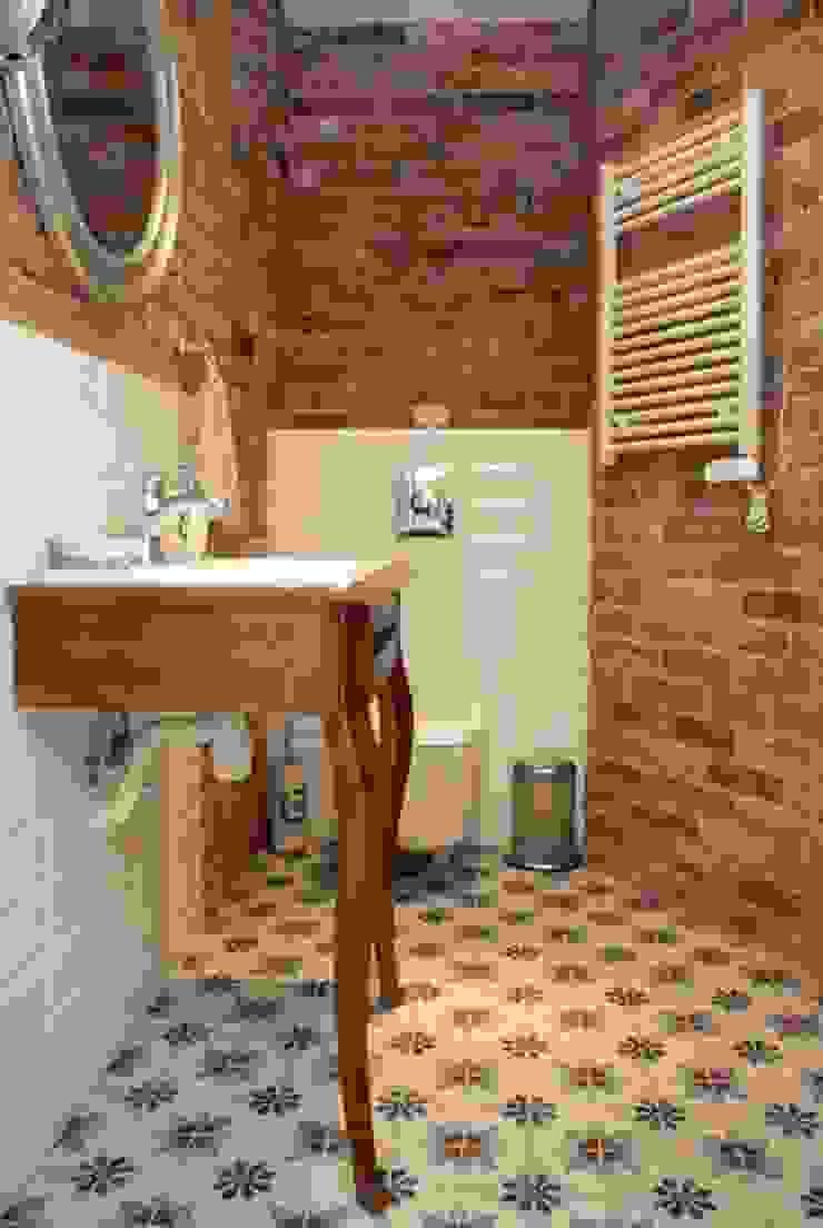 Phòng tắm phong cách chiết trung bởi Mocca Studio Chiết trung
