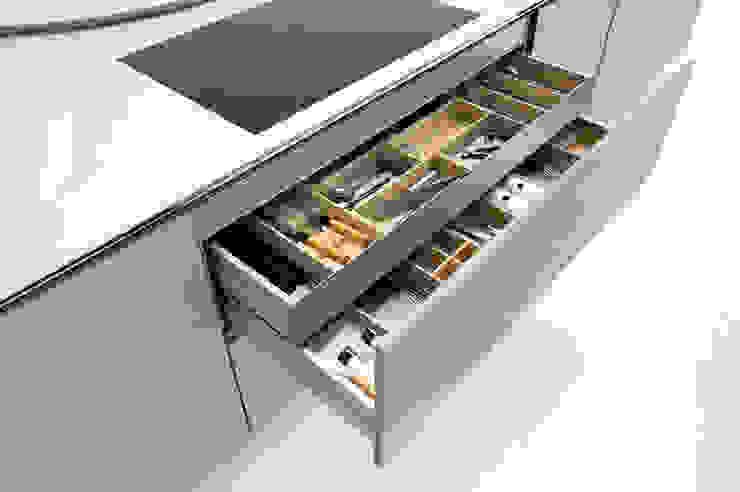 Storage options to make life easier par fit Kitchens Moderne