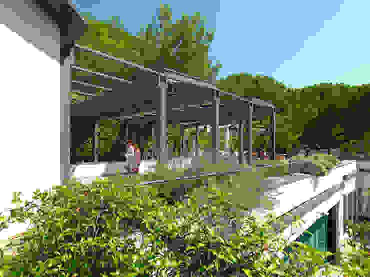 veranda FOTOVOLTAICA Balcone, Veranda & Terrazza in stile industriale di homify Industrial