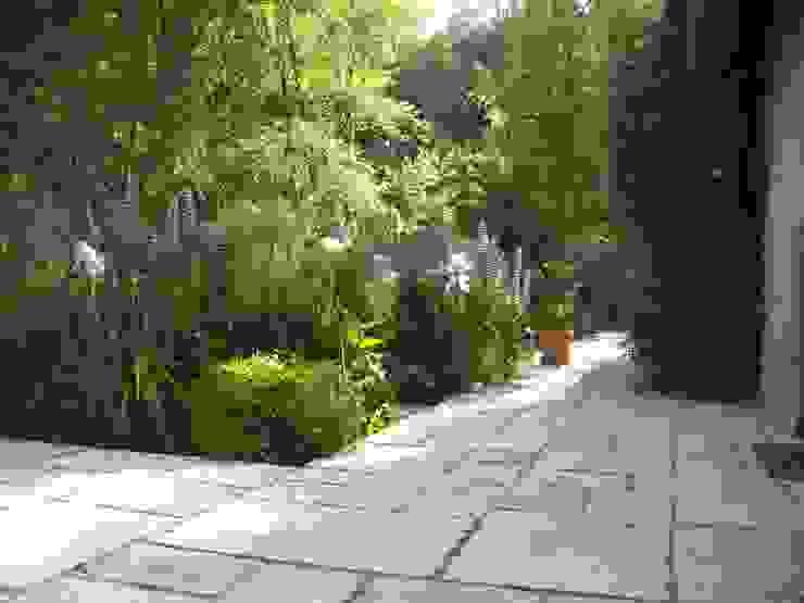 Jardines de estilo rural de ZENOBIA Atelier de Paysage et d'Urbanisme Rural