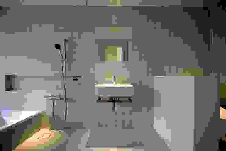 Ванные комнаты в . Автор – CASE DESIGN STUDIO, Модерн