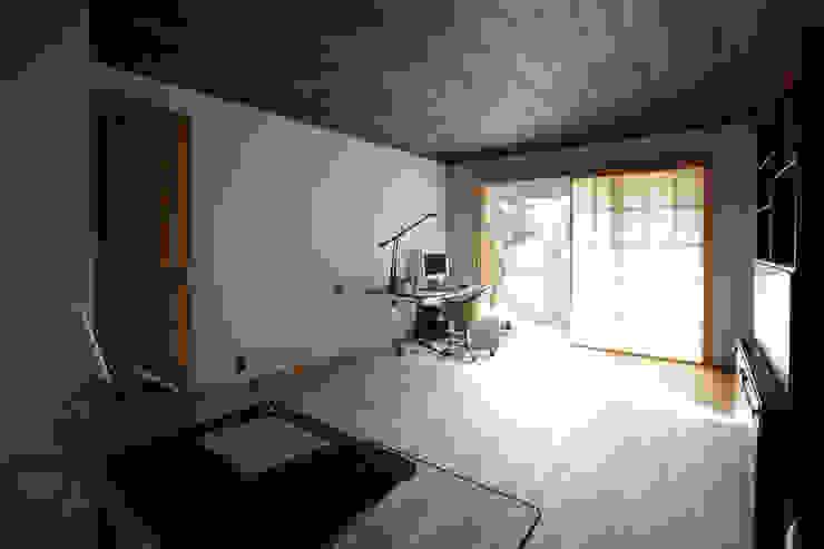 Salas multimedia de estilo ecléctico de Schri Kakinuma Ecléctico