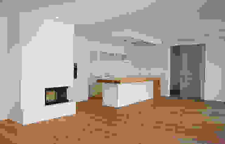 Einfamilienhaus in Osthofen Küche von Julia Schlotter Design