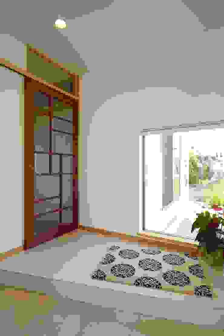ATELIER TAMA Eclectic style windows & doors