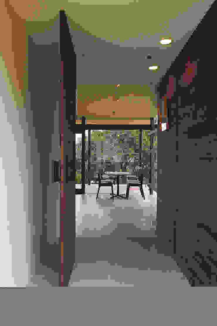 エントランス ミニマルな商業空間 の InOUT architects/インアウトアーキテクツ ミニマル