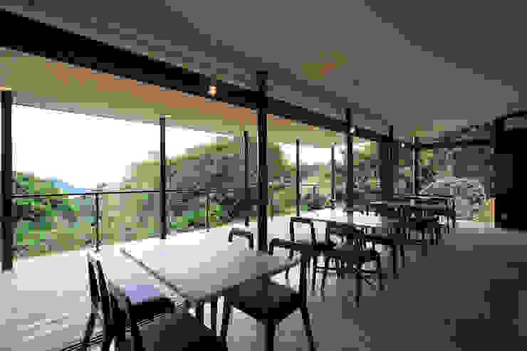 カフェ内観2 ミニマルな商業空間 の InOUT architects/インアウトアーキテクツ ミニマル