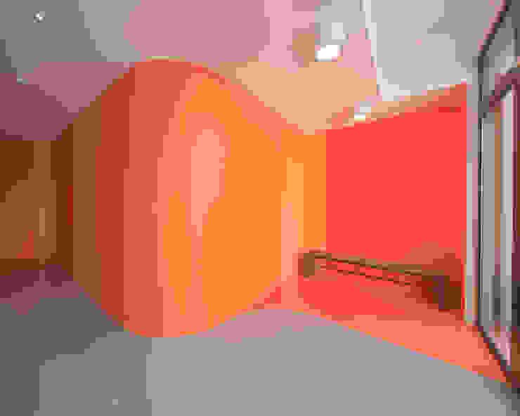 Escuelas de estilo minimalista de SCHEMAA Minimalista