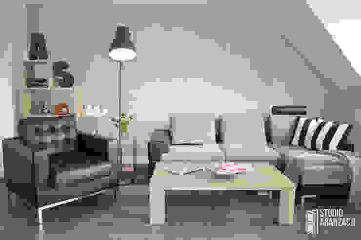 ห้องนั่งเล่น โดย Studio Aranżacji Agnieszka Adamek, สแกนดิเนเวียน