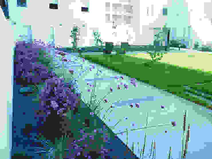 Jardines modernos: Ideas, imágenes y decoración de Atelier du sablier Moderno