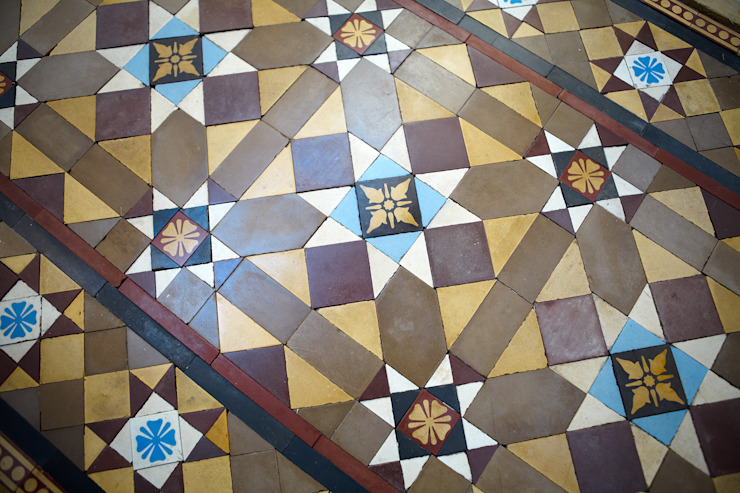 Стены и пол в . Автор – The Vintage Floor Tile Company,