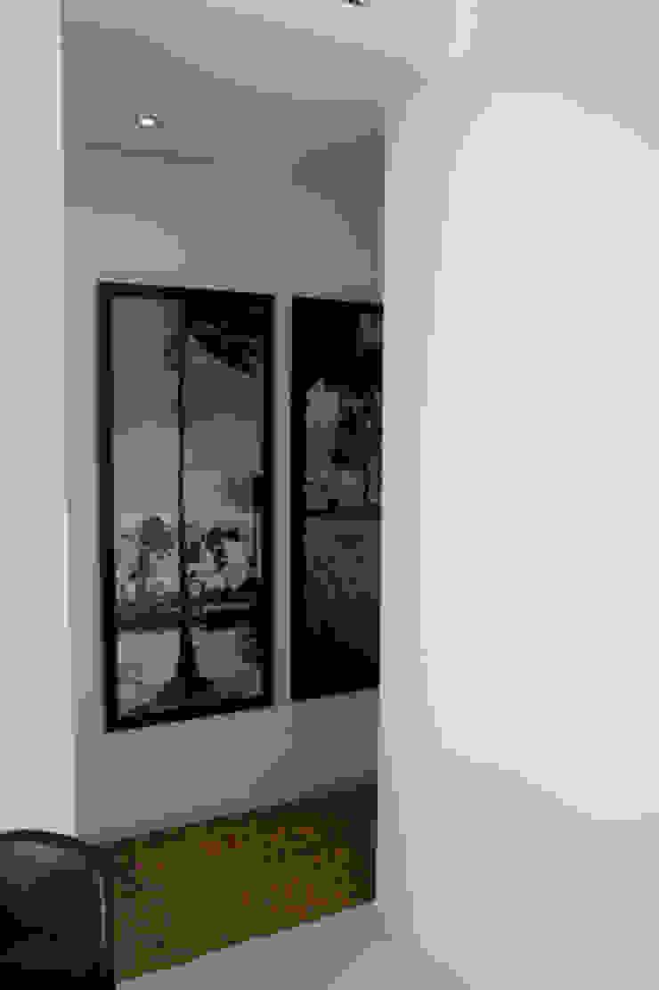 Apartamento Ibiza Pasillos, vestíbulos y escaleras de estilo moderno de Isa de Luca Moderno