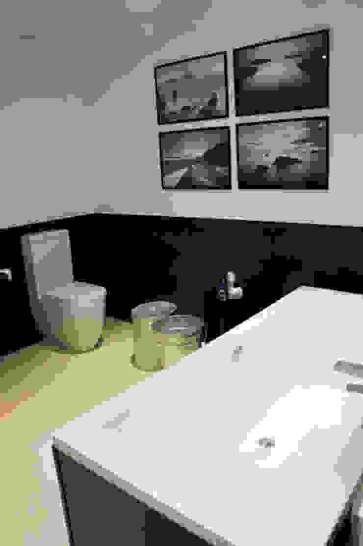 Apartamento Ibiza Baños de estilo moderno de Isa de Luca Moderno