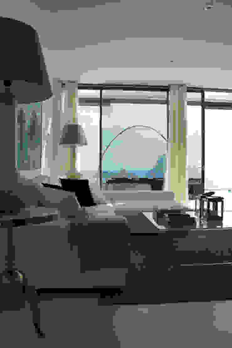 Interiorismo apartamento Ibiza Salones de estilo mediterráneo de Isa de Luca Mediterráneo