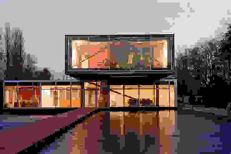 Reynaers Casas modernas por Framemaster Moderno