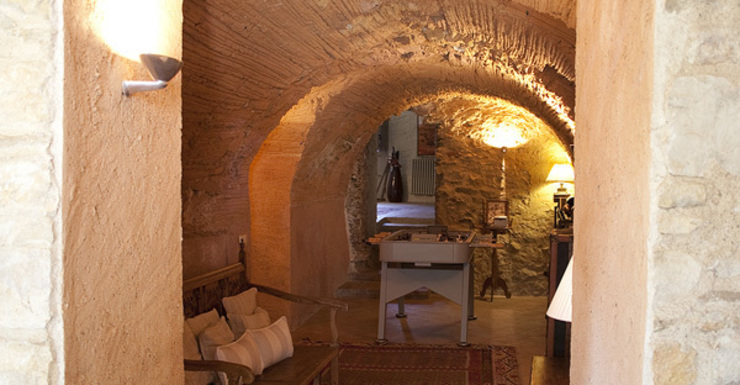 Interiorismo vivienda Empordán Salones rústicos de estilo rústico de Isa de Luca Rústico