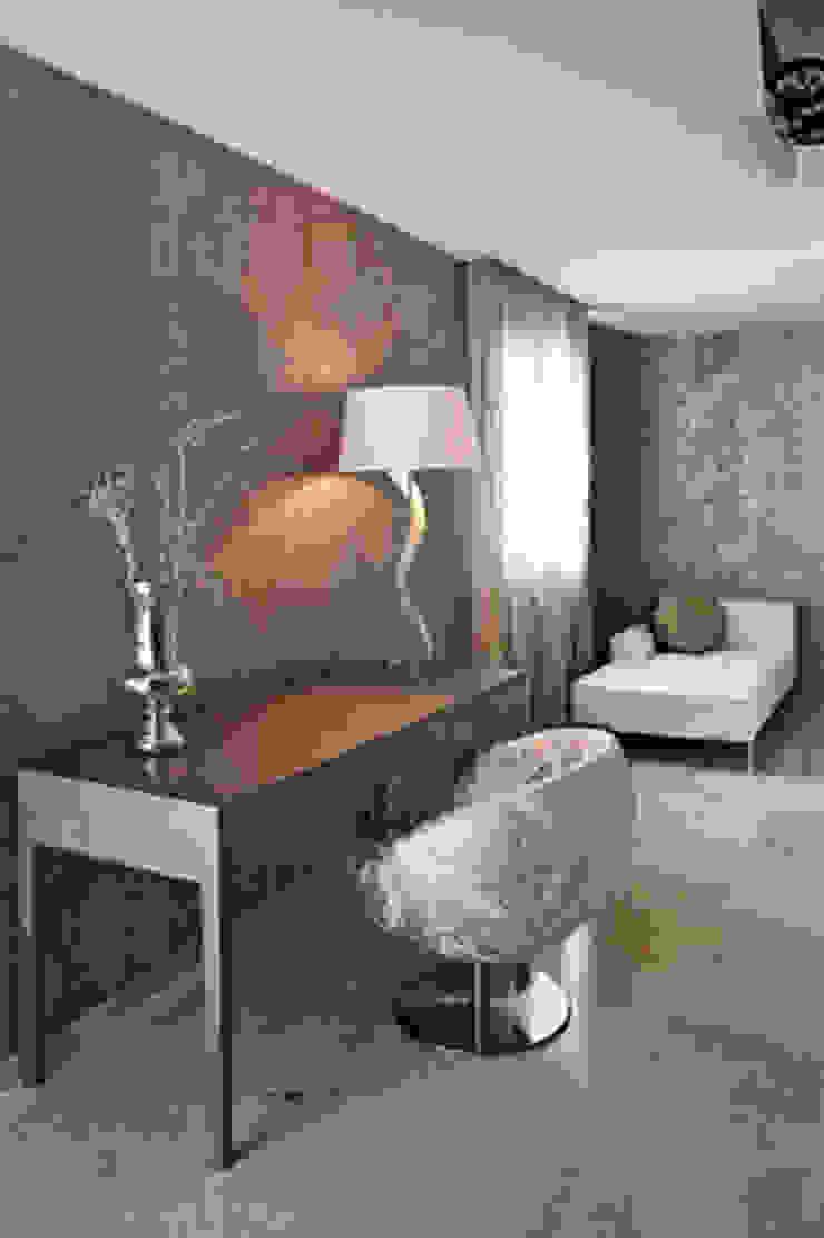 Interiorsmo casa Sitges Pasillos, vestíbulos y escaleras de estilo moderno de Isa de Luca Moderno
