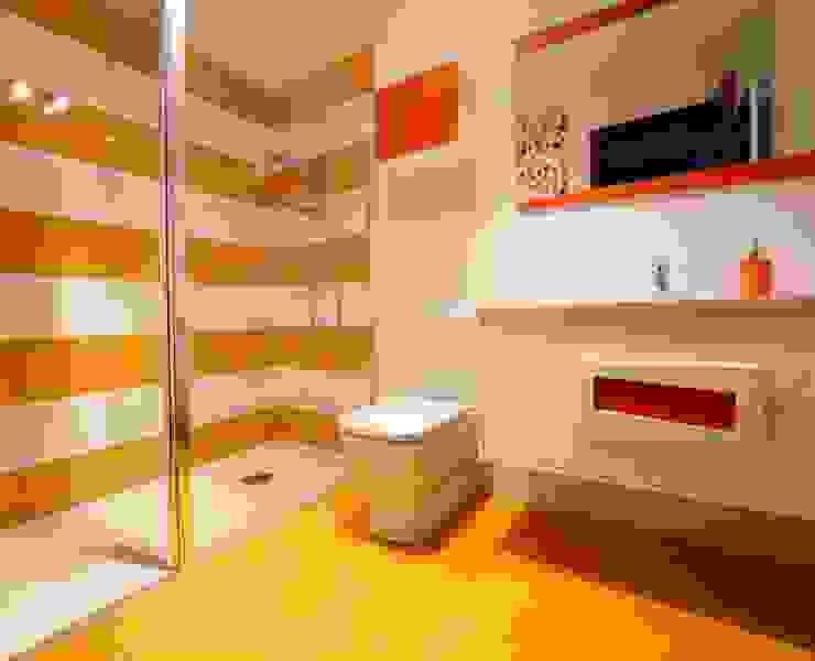 Baño de colores Baños de estilo moderno de PRIBURGOS SLU Moderno