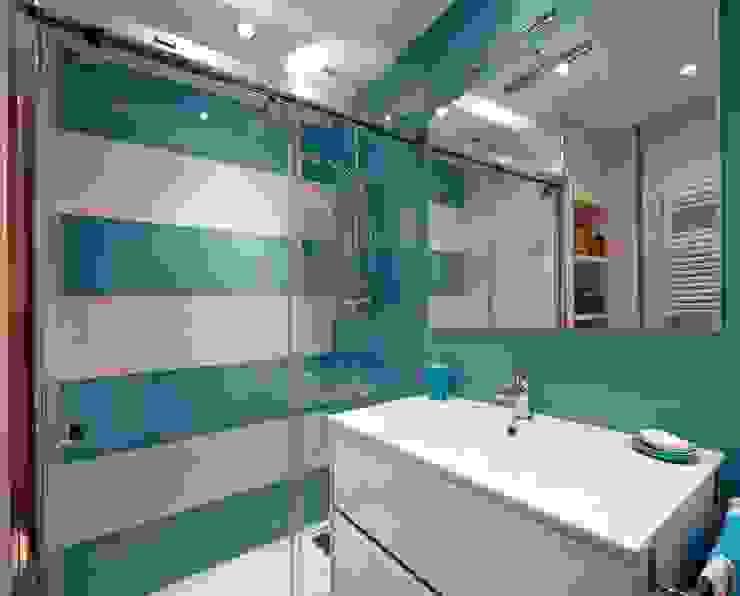 Salle de bain moderne par PRIBURGOS SLU Moderne