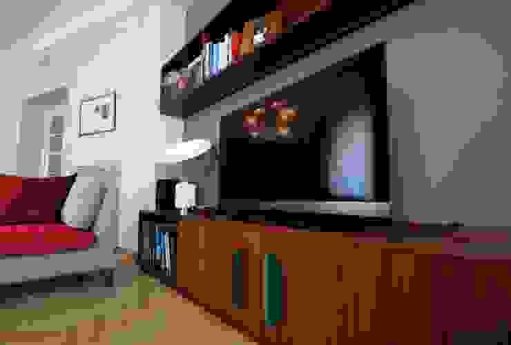 Dettaglio mobile TV Soggiorno eclettico di Falegnameria Ferrari Eclettico