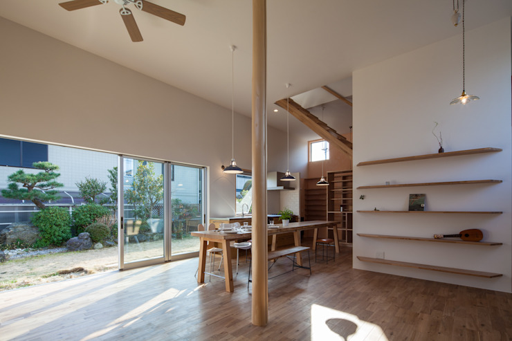 天井の高いワンルームの家 の akka