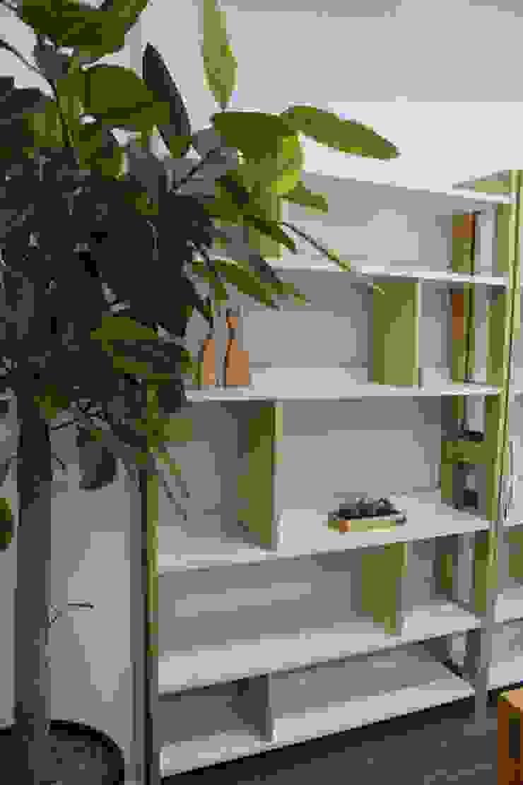 모던스타일 책장: woodpage3의 현대 ,모던