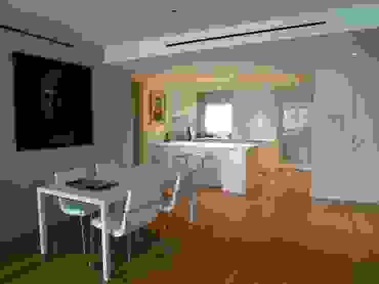 Moderne keukens van Maroto e Ibañez Arquitectos Modern