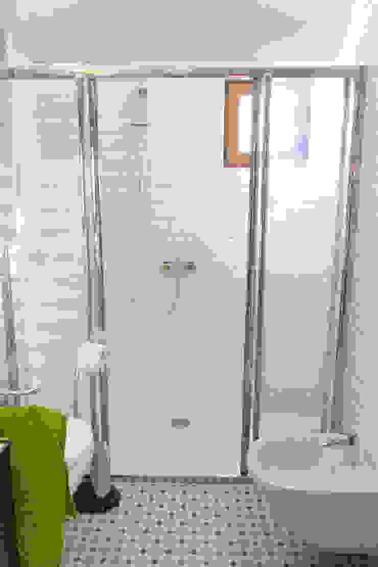 Dom dla dwojga Skandynawska łazienka od DO DIZAJN Dorota Szczygłowska Skandynawski
