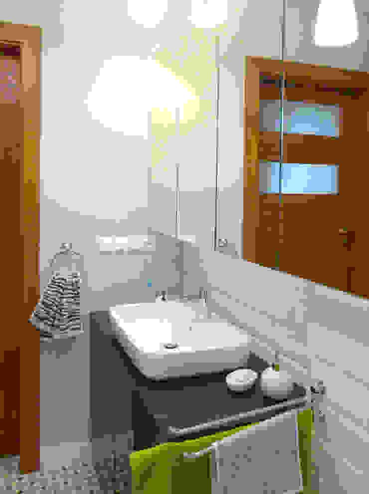 Dom dla dwojga Nowoczesna łazienka od DO DIZAJN Dorota Szczygłowska Nowoczesny