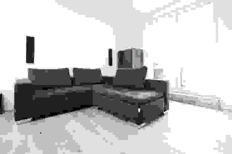 by HOME Schlafen & Wohnen GmbH Сучасний