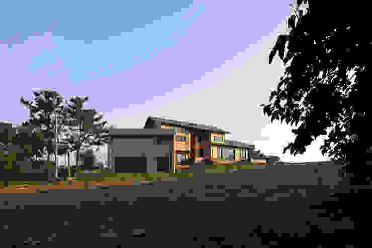 House of January 주택 by studio_GAON