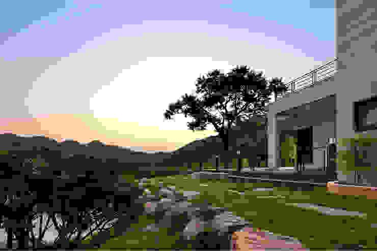 House of San-jo 주택 by studio_GAON